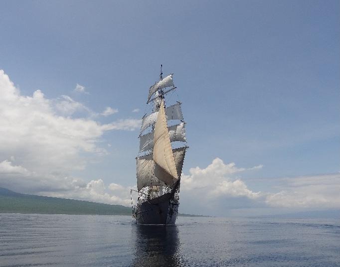 galapagos sailing tour - galapagos tours - vaya adventures