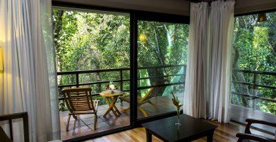 Loi Suites Iguazu_guestroom balcony