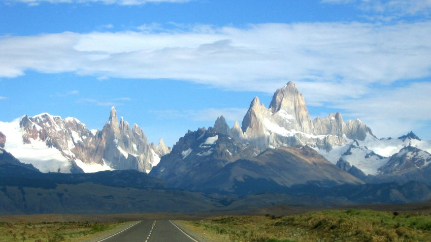 Road leading to Los Glaciares