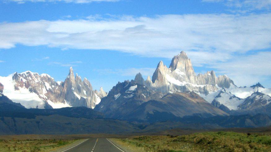 Road leading to Los Glaciares