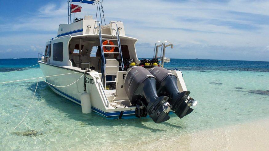 Belize - Snorkeling Boat