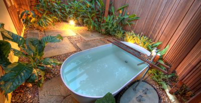 Cristalino Jungle Lodge_private garden bathtub