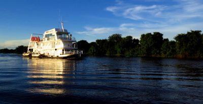 Jacare Boat Hotel