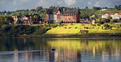 Cumbres Puerto Varas_hotel from across the lake