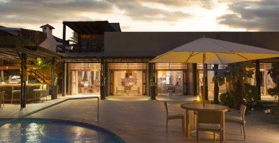 Finch Bay_pool and bar