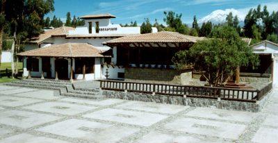 Hacienda Abraspungo_courtyard