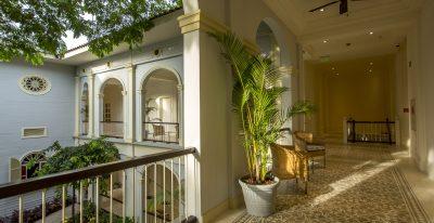 Hotel del Parque_passageway