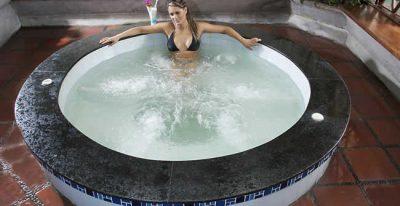 Rincon de Puembo_hot tub