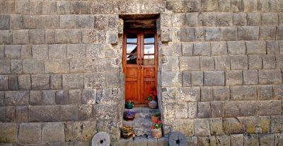 San Agustin de Callo_stone wall