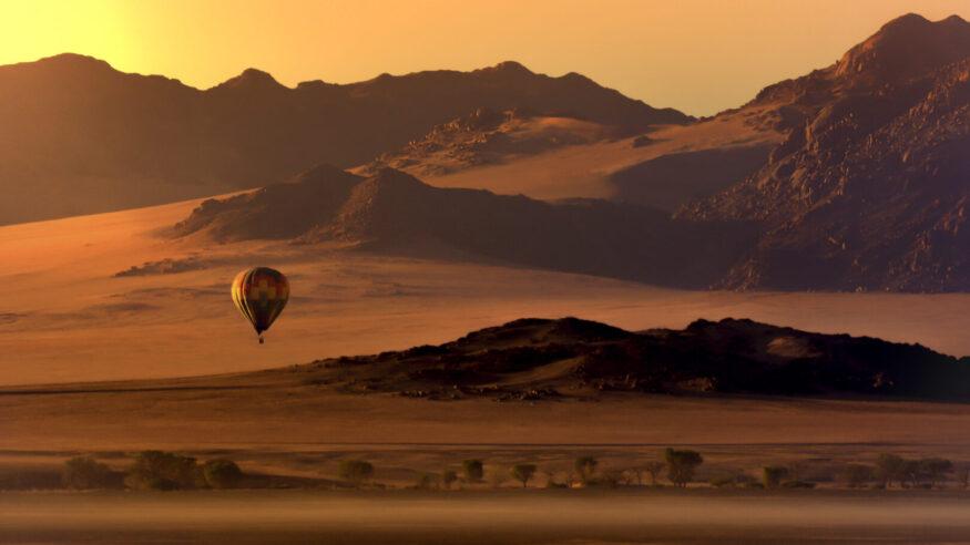Desert Ballooning over the Sossusvlei Desert