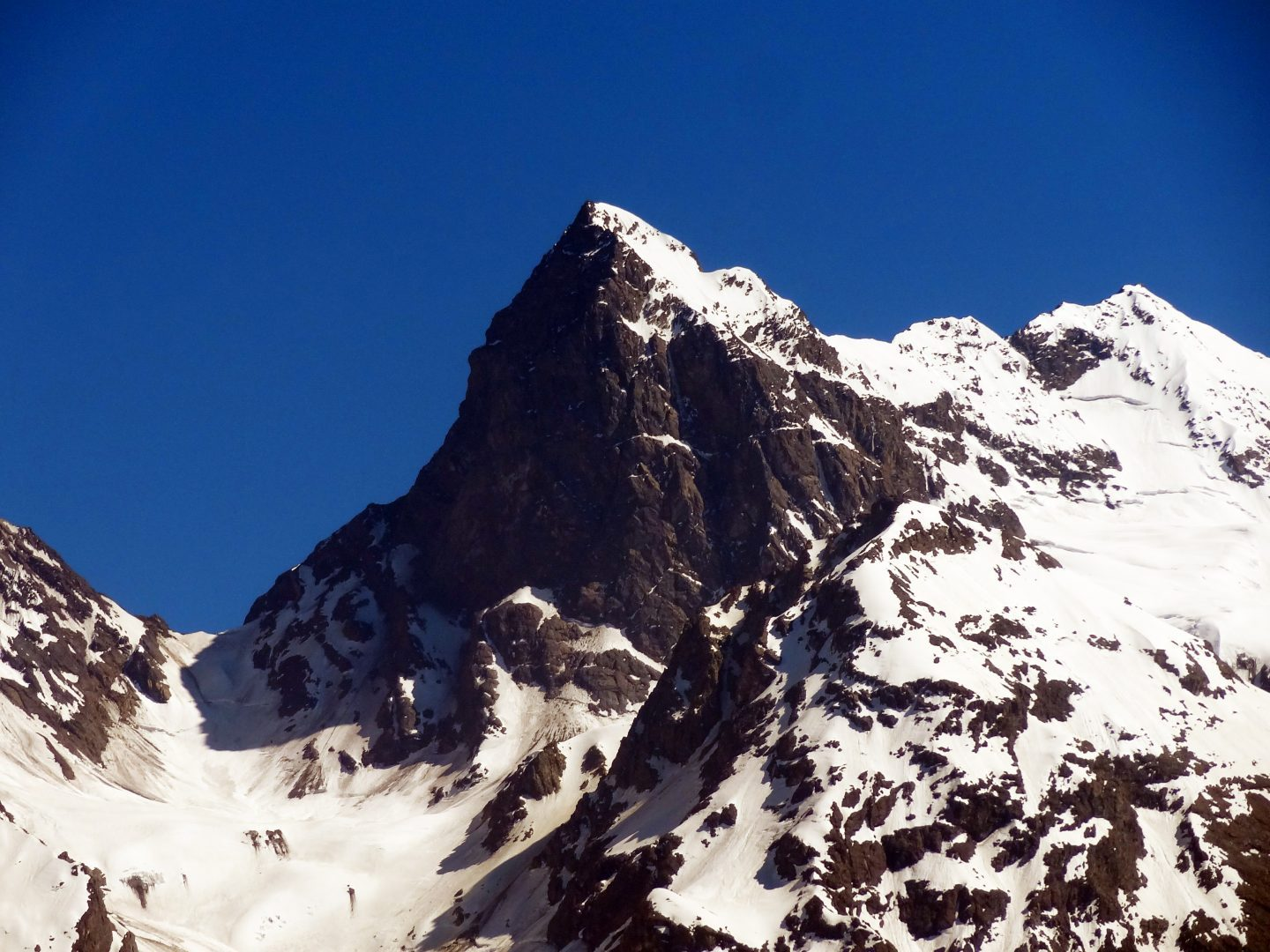 El Morado glaciated peak