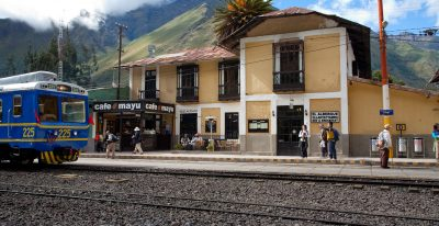 Albergue Ollantaytambo: hotel exterior from the train station