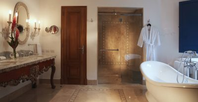 Palacio Nazarenas_bathroom