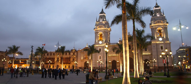 lima-plaza-del-armas-peru-tours-travel-vaya-adventures
